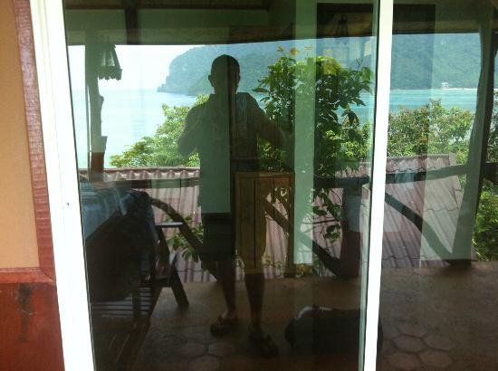 Phuphaya Seaview Resort: this is the entrance to our room