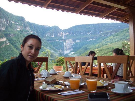 Gocta Andes Lodge: Desayunando con vista a la catarata