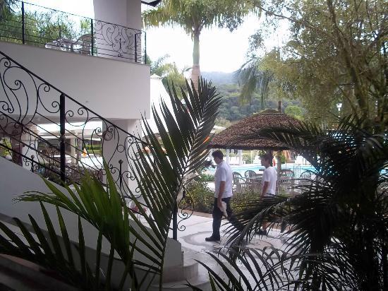 Fazzenda Park Hotel: ingreso a gimnasio y piscinas cubiertas