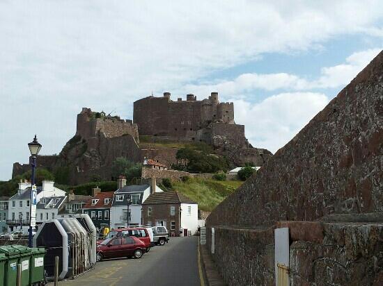 The Moorings Hotel: Gorey Castle