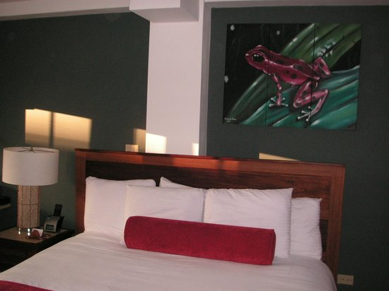 Tropical Suites Hotel: Our room with the local art work.