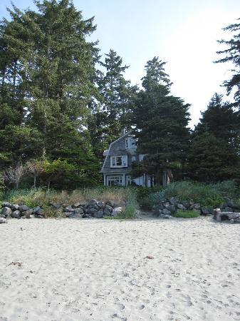 BriMar Bed and Breakfast: It's right on the beach!
