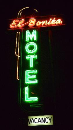 El Bonita Motel: Character of 1941 & Comfort of 2012