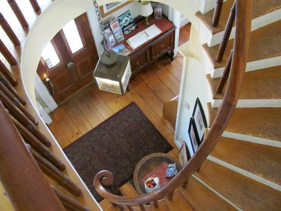 Old Town Farm Inn: entry way and staircase