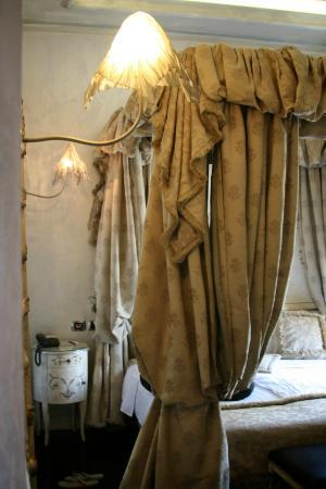 Hotel San Anselmo: room 1 