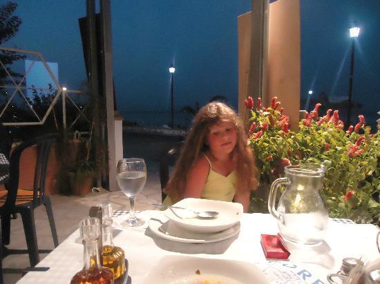 Hotel Loutrouvia: Ужин в ресторане отеля