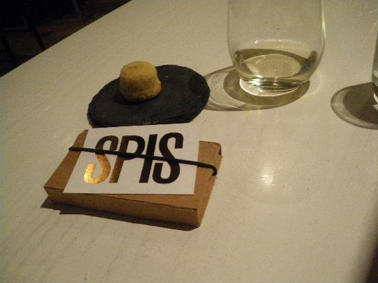 the bill with 'Smaklig Spis' a cookie made with same spices used for main course