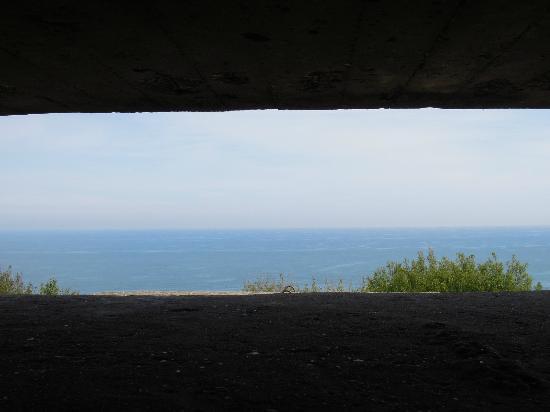 Longues Battery: Le blockhaus de la falaise (celui du jour le plus long)