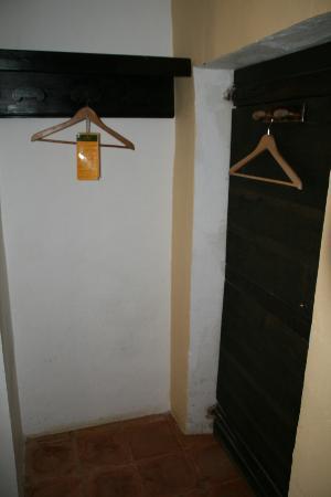 Extempora: El armario para colgar ropa.