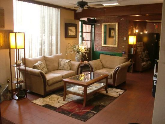 Cherry Tree Inn: Lobby area