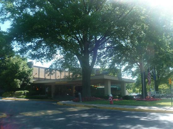 Best Western Fairfax: Entrée de l'hôtel