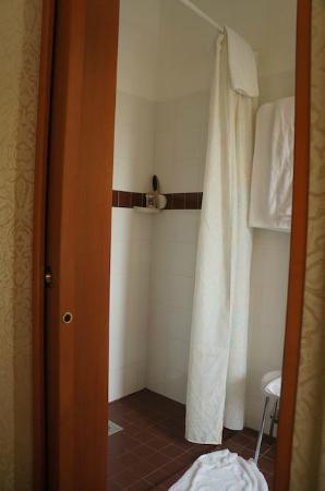Hotel Rigel: Bathroom