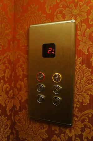 Hotel Rigel: Elevator