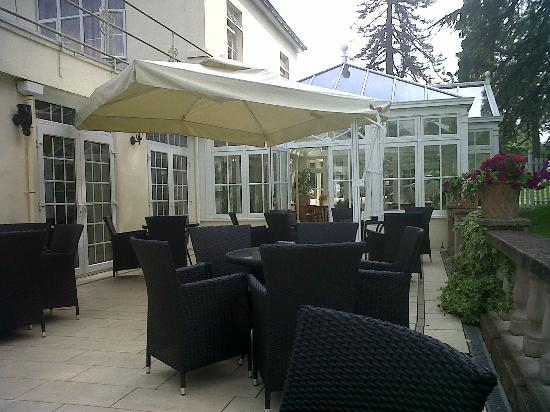 Oriel Country Hotel & Spa: Outdoor patio area