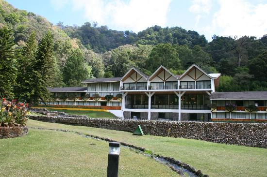 Hotel Bambito Resort : Front of hotel