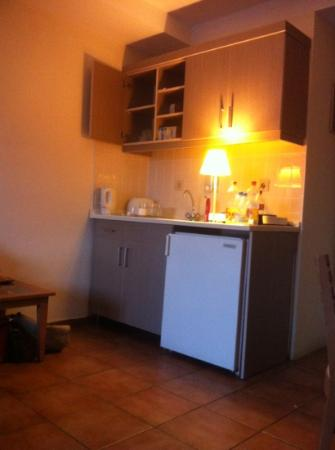 Green Park Apartments: kitchenette