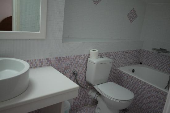 Damianos Hotel: Room number 8 bathroom