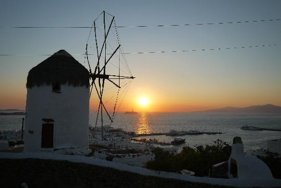 Damianos Hotel: Windmill close by