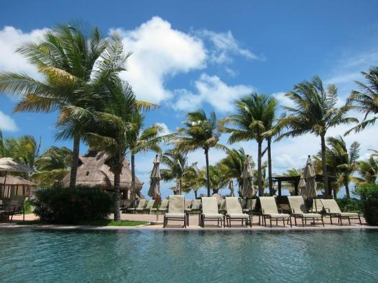 Villa del Palmar Cancun Beach Resort & Spa: one of our favorite spots at one of the pools