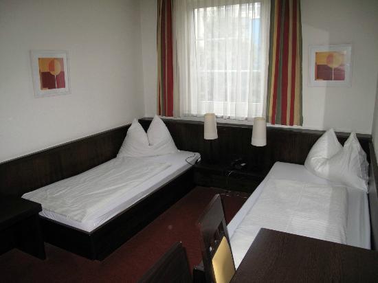 Hotel Zur Lokomotive: Our room