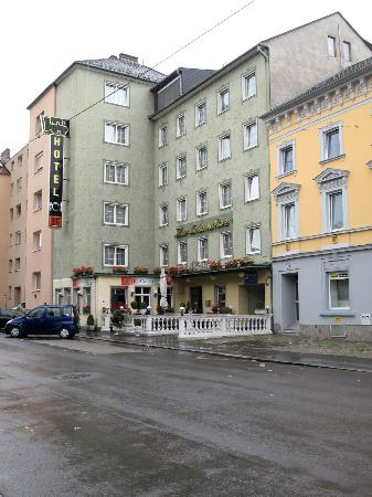 Hotel Zur Lokomotive : Hotel from the street