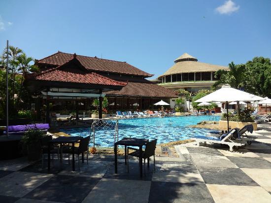 Grand Istana Rama Hotel Bali: swimming pool area