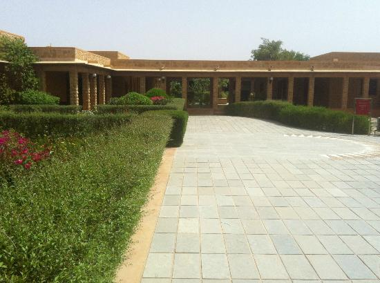 Hotel Rawalkot Jaisalmer: Beautiful garden surrounding your room