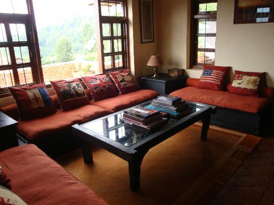 Shivapuri Heights Cottage: Main house - living room