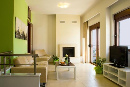 Esthisis Suites: Two bedroom maisonette - Livingroom