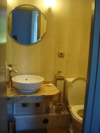 Hotel Beaurivage: SALLE DE BAINS