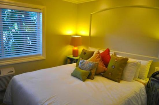 Ocean Palms Beach Resort: Luxury Studio Bedroom