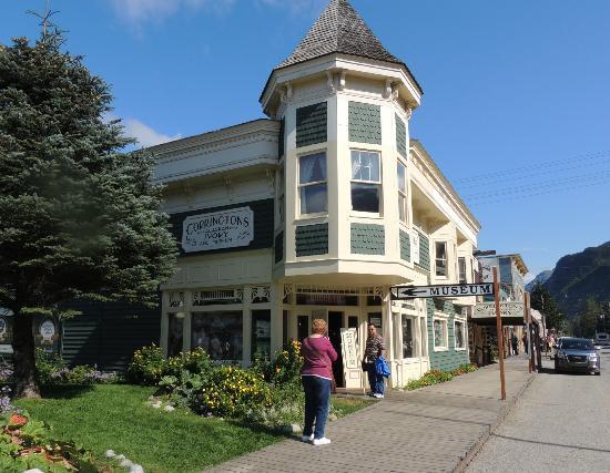 Corrington's Museum of Alaskan History: Corrington's Museum