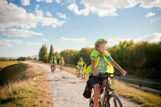 Takaro Trails Cycle Tours - Day Tours: Limestone 'landscapes trail'.
