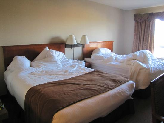 Super 8 Fort Nelson BC: Two Queen beds
