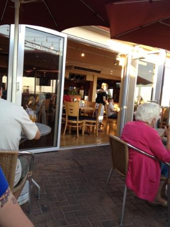 Harry's Ocean Bar & Grille: outside patio looking into fine area