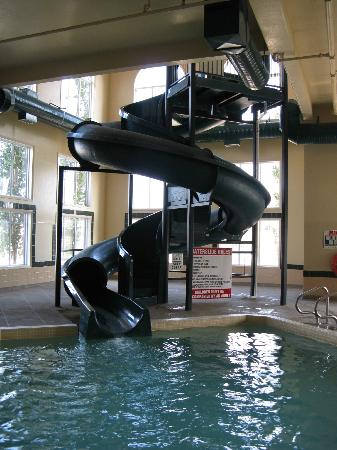 Super 8 Fort Nelson BC: Pool, slide & Hot tub