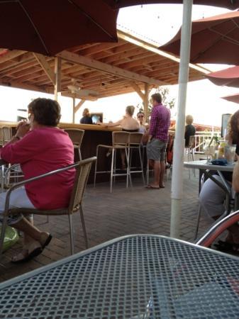 Harry's Ocean Bar & Grille: outside eating area