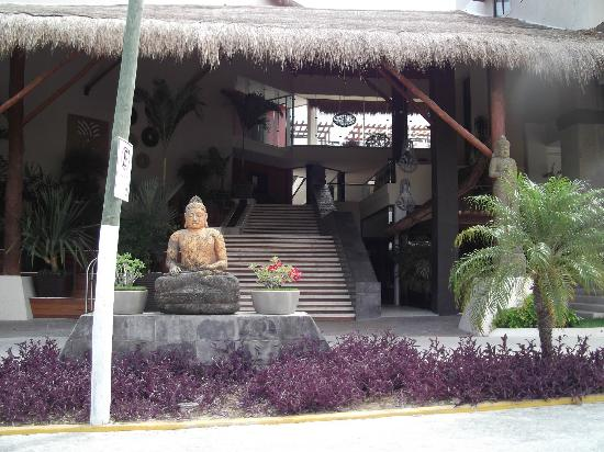 Aldea Thai Luxury Condohotel: front of Aldea Thai