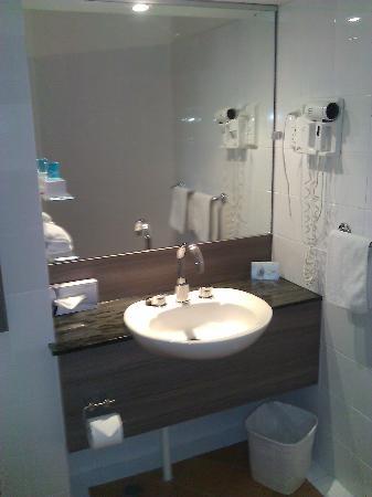 Novotel Darwin CBD: Bathroom