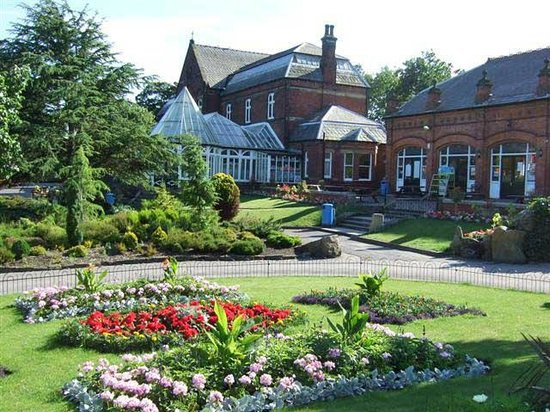 Botanical Gardens: flower Beds & cafe, Botanic Gardens, Southport
