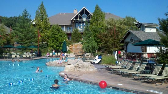 Marriott's Willow Ridge Lodge: Water Fall feeds pool