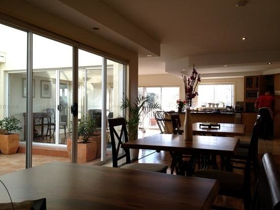 Bundanoon Lodge: kitchen