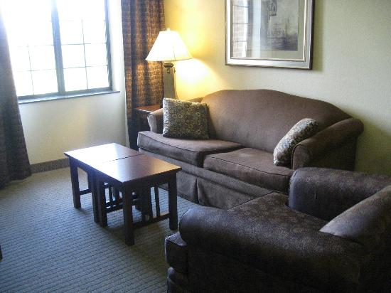 Staybridge Suites Harrisburg: Living Area