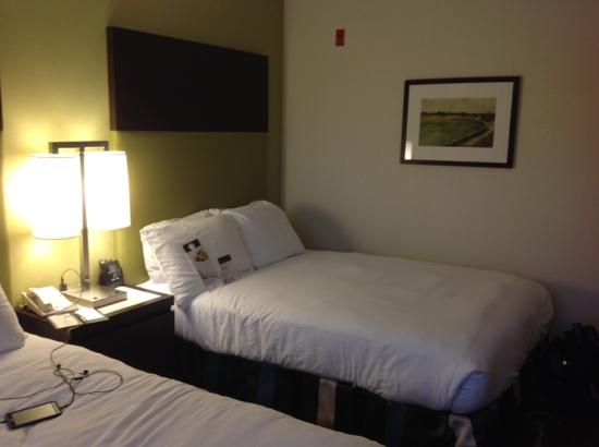 DoubleTree by Hilton Hotel Charlotte - Gateway Village : full size guest bed
