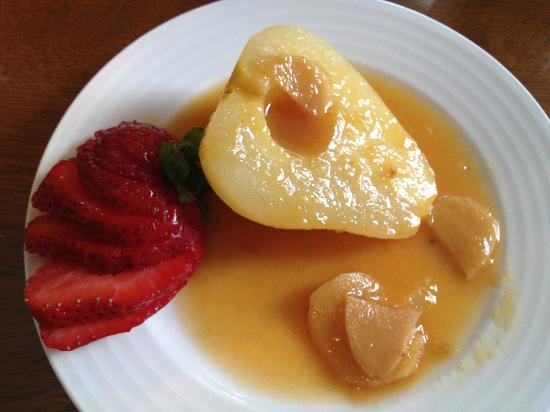 Liberty Hill Inn: Poached Pear with ginger and strawberry
