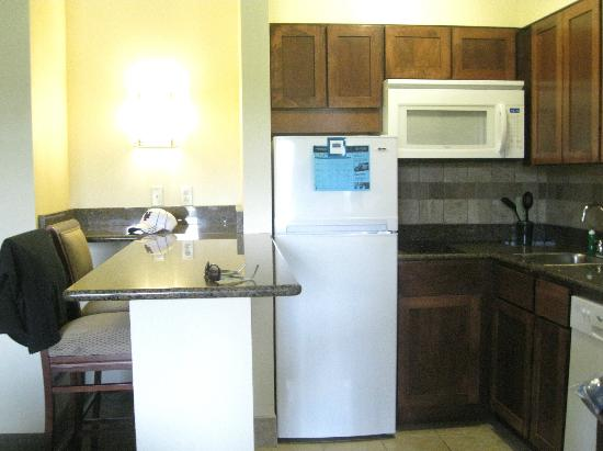 Staybridge Suites Harrisburg: Kitchen with counter and bar stools