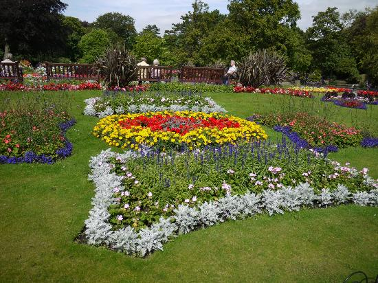Flower beds cafe botanic gardens southport picture for Botanical garden design