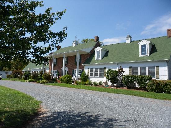 Inn at Huntingfield Creek: Main house