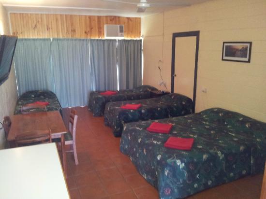 Bowen Arrow Motel: Family room that sleep up to 5 people
