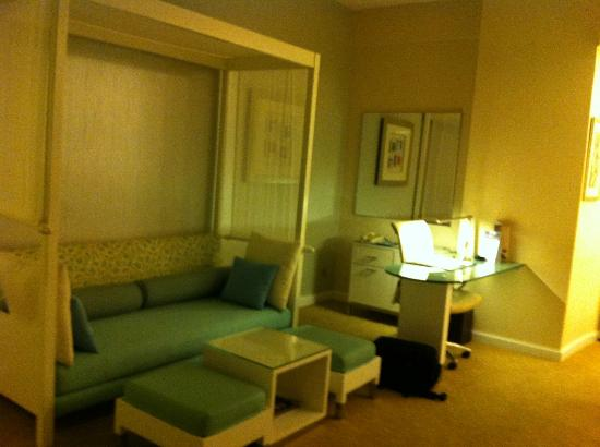 Sunway Resort Hotel & Spa: Seating area in corner suite on 19th floor